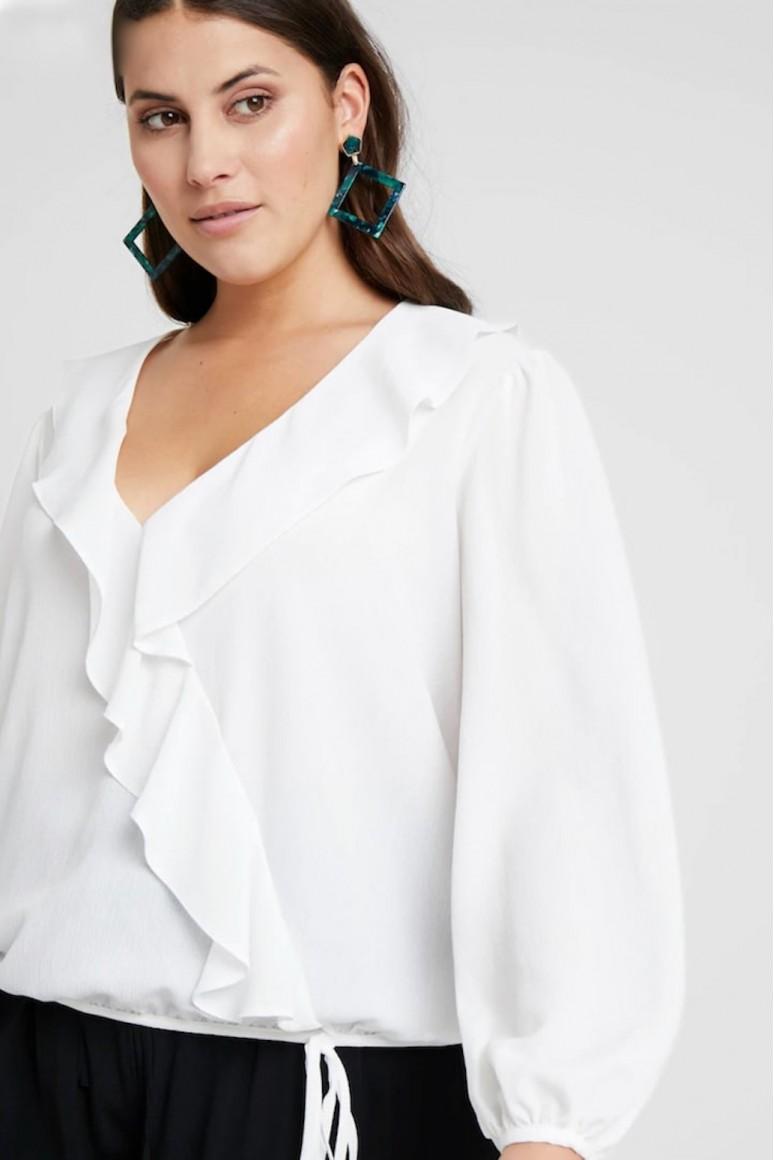 Бяла риза с декоративна къдрица в големи размери