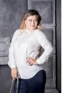 Бяла риза на точки със златни маниста