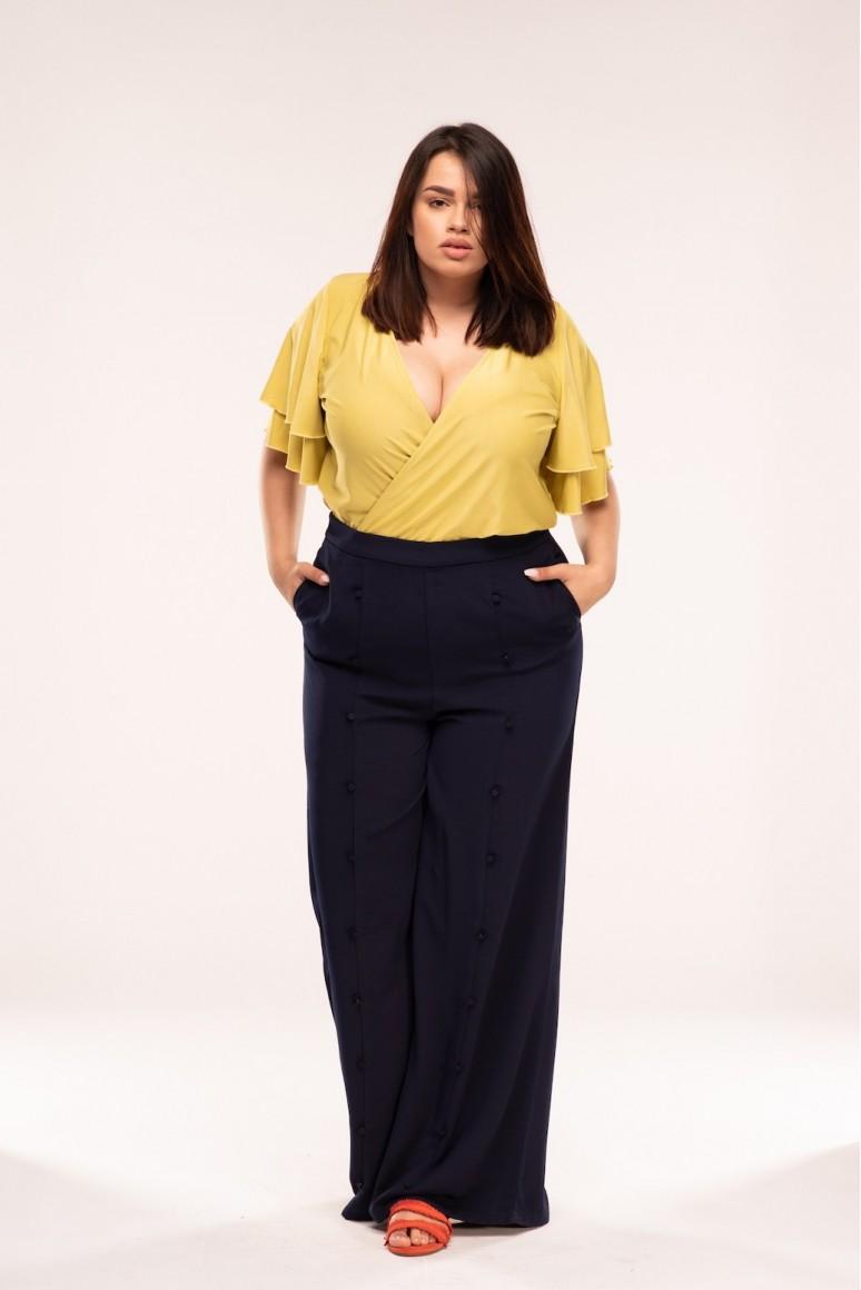 Широк дамски панталон с декоративен ръб в големи размери