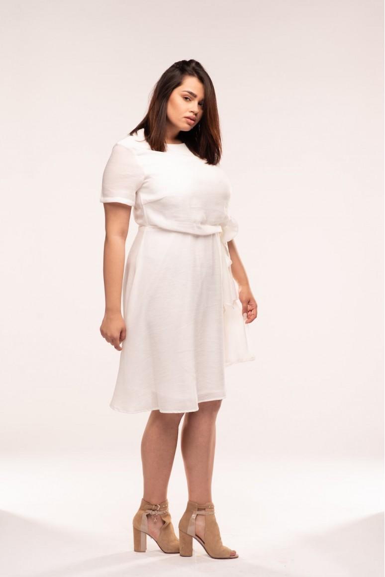 Бяла макси рокля с къс ръкав