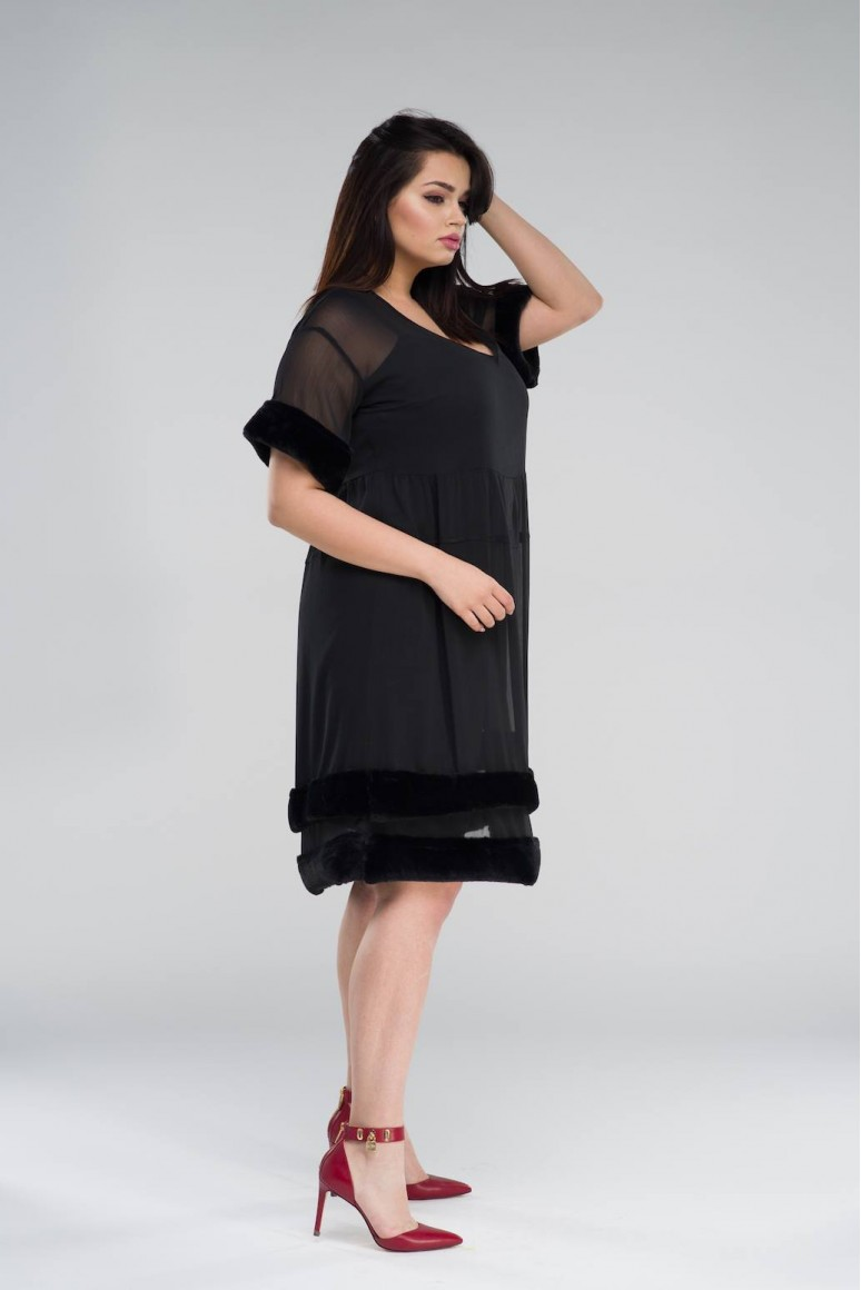 Черна макси рокля с пухчета