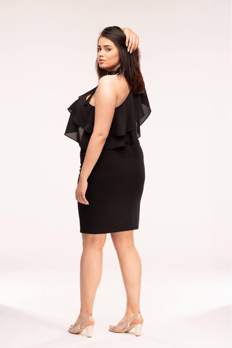 Малка черна рокля с едно рамо в големи размери