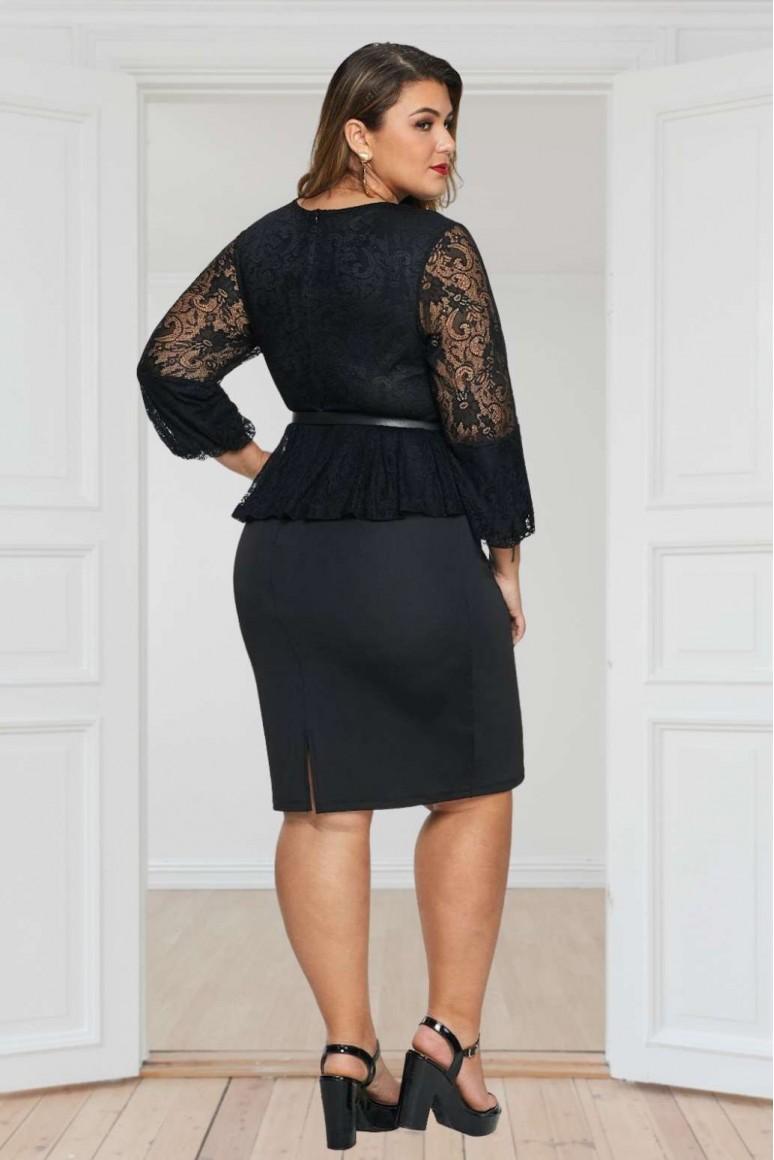 Дантелена черна макси рокля с пеплум