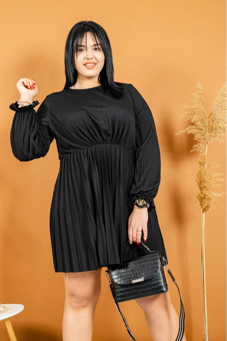 Черна рокля солей с дълъг ръкав